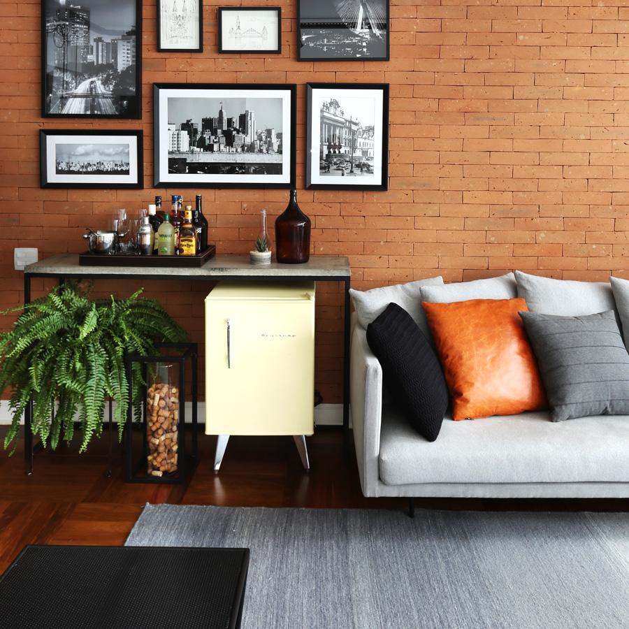 Um apartamento onde o rústico, o industrial e o contemporâneo vivem em perfeita harmonia