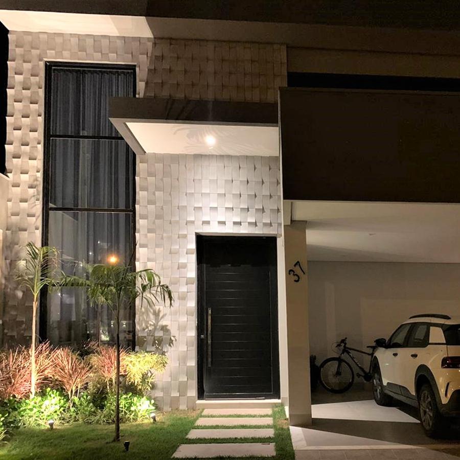 Toque clean e contemporâneo em fachada com revestimento Luna